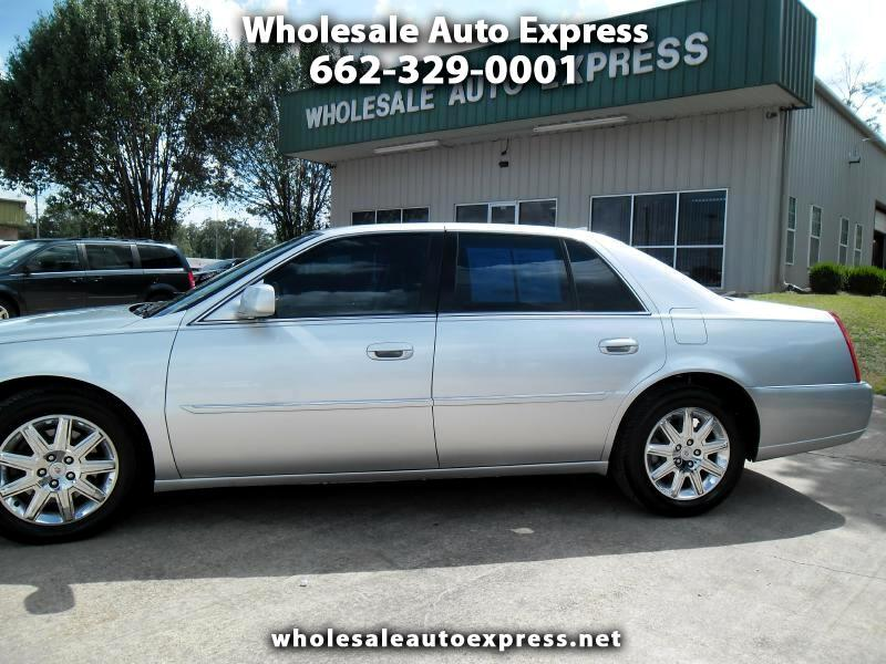 Cadillac DTS 4dr Sdn w/1SD 2010