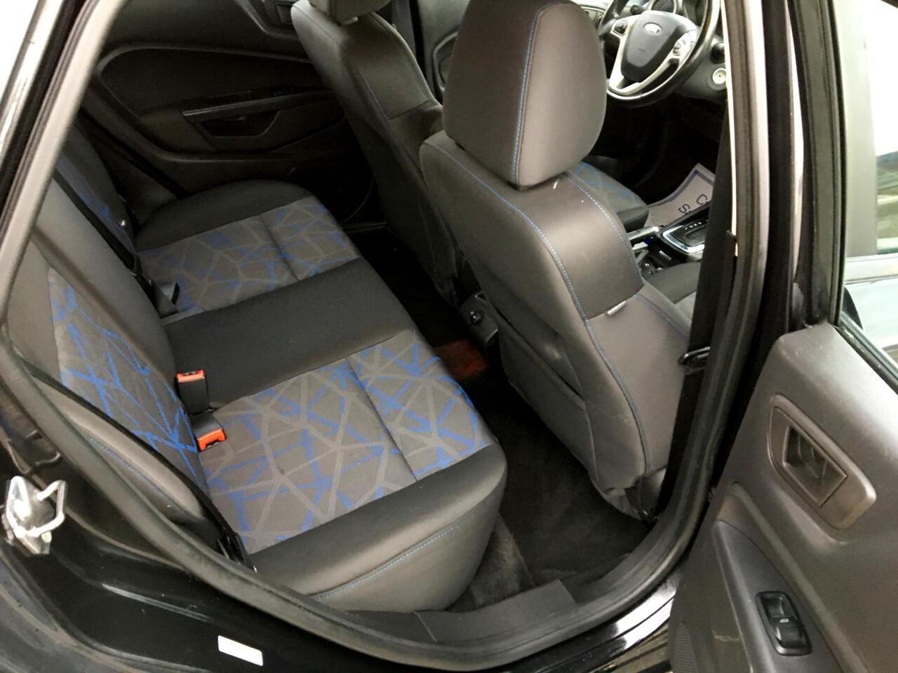 2013 Ford Fiesta SE Sedan