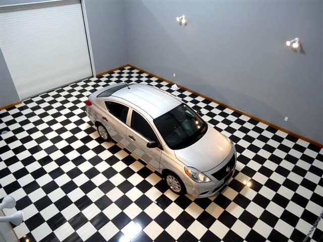 2014 Nissan Versa 1.6 S 5M
