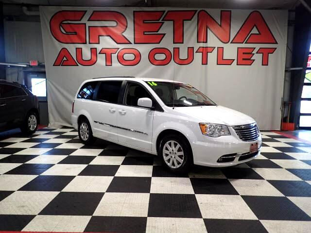 2016 Chrysler Town & Country LIKE NEW ONLY 30K MILES! LEATHER! POWER ALL! DVD!