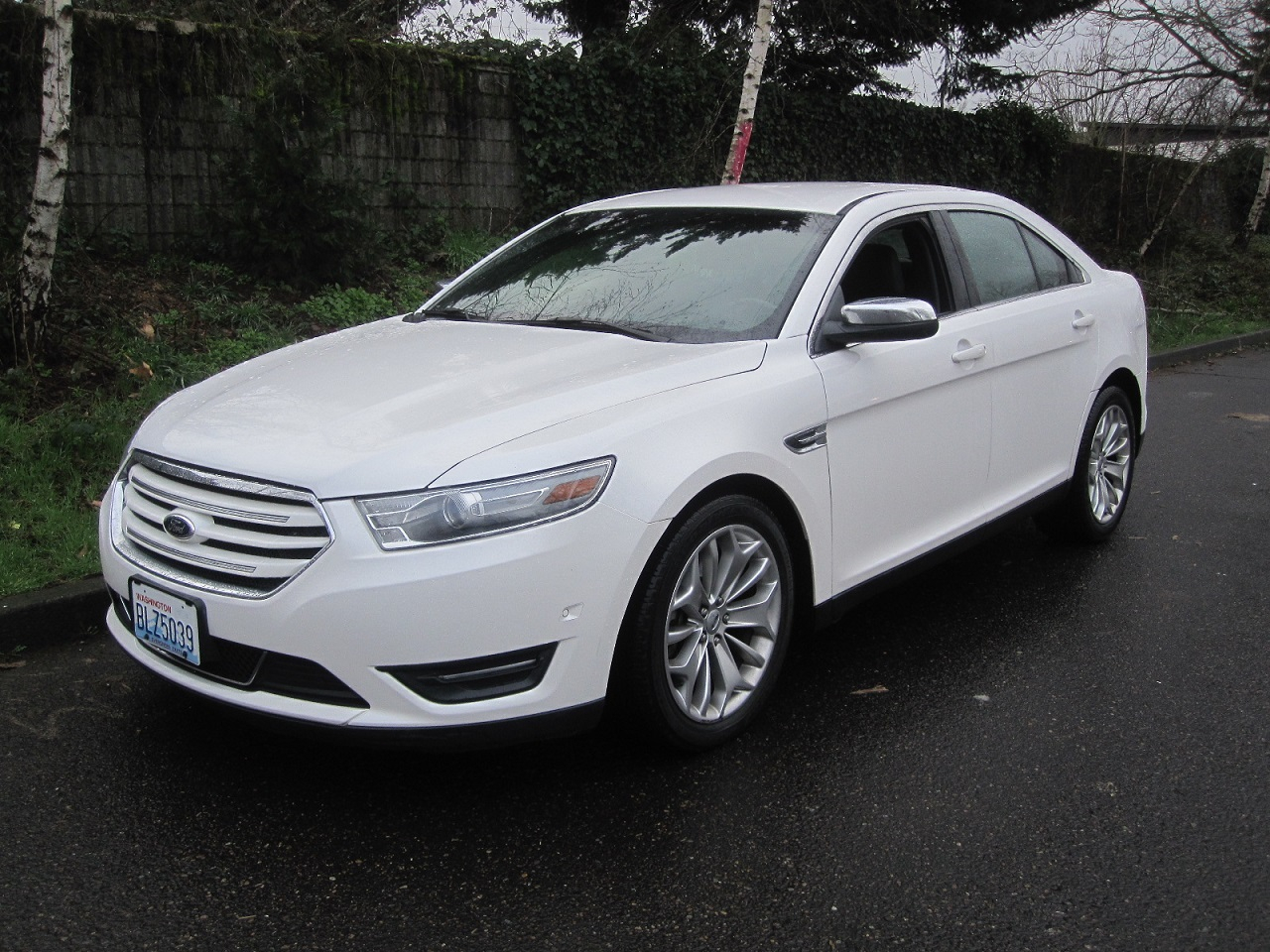 Ford Taurus 4dr Sdn Limited FWD 2013