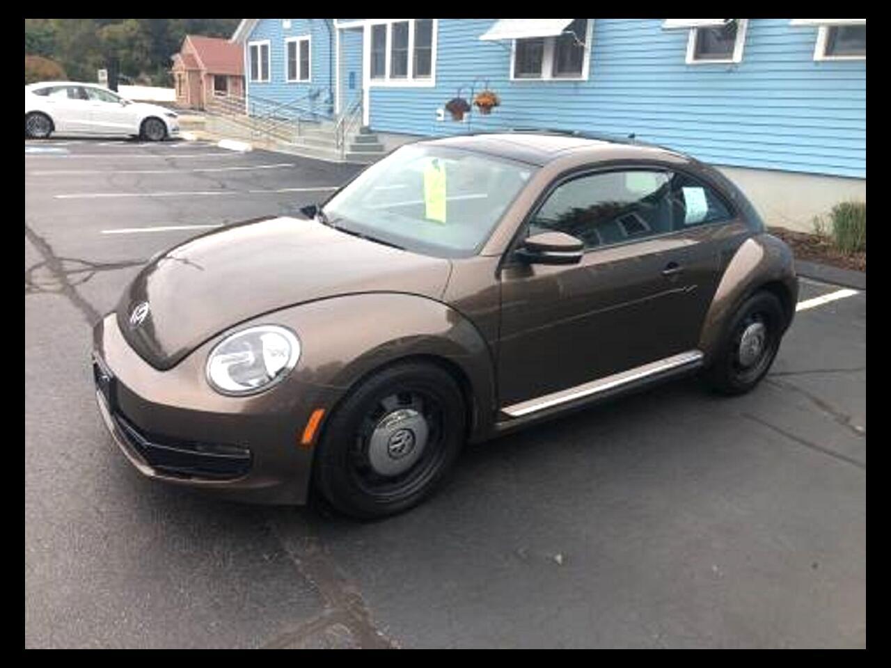 2012 Volkswagen Beetle 2dr Cpe Auto 2.5L w/Sun