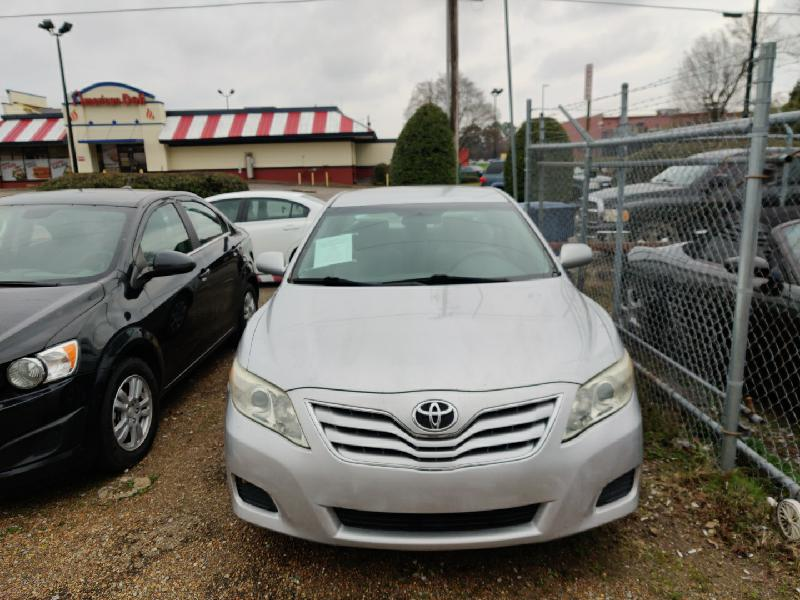 Toyota Camry LE Base 6-Spd AT 2011