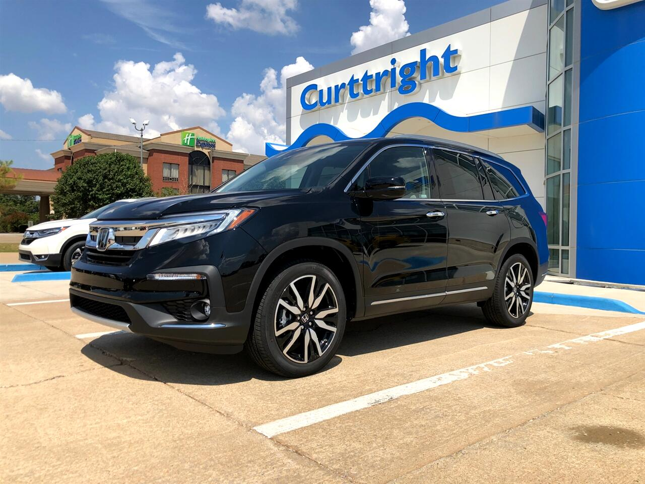 2019 Honda Pilot Touring w/Rear Captain's Chairs