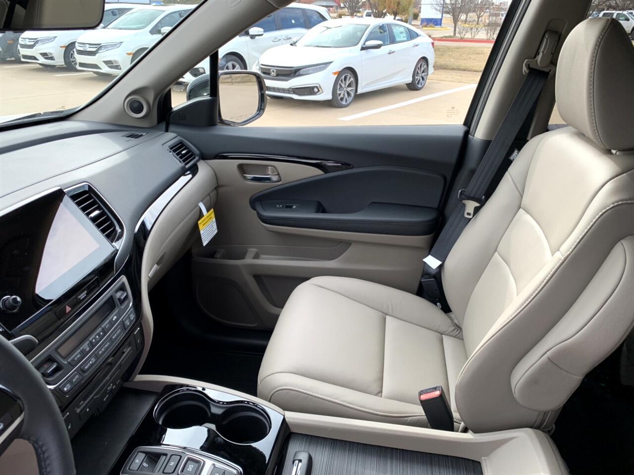 2019 Honda Pilot Touring w/Rear Captain's Chairs AWD