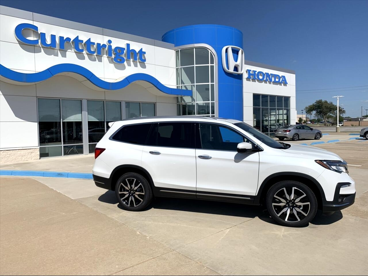 2020 Honda Pilot Touring w/Rear Captain's Chairs AWD
