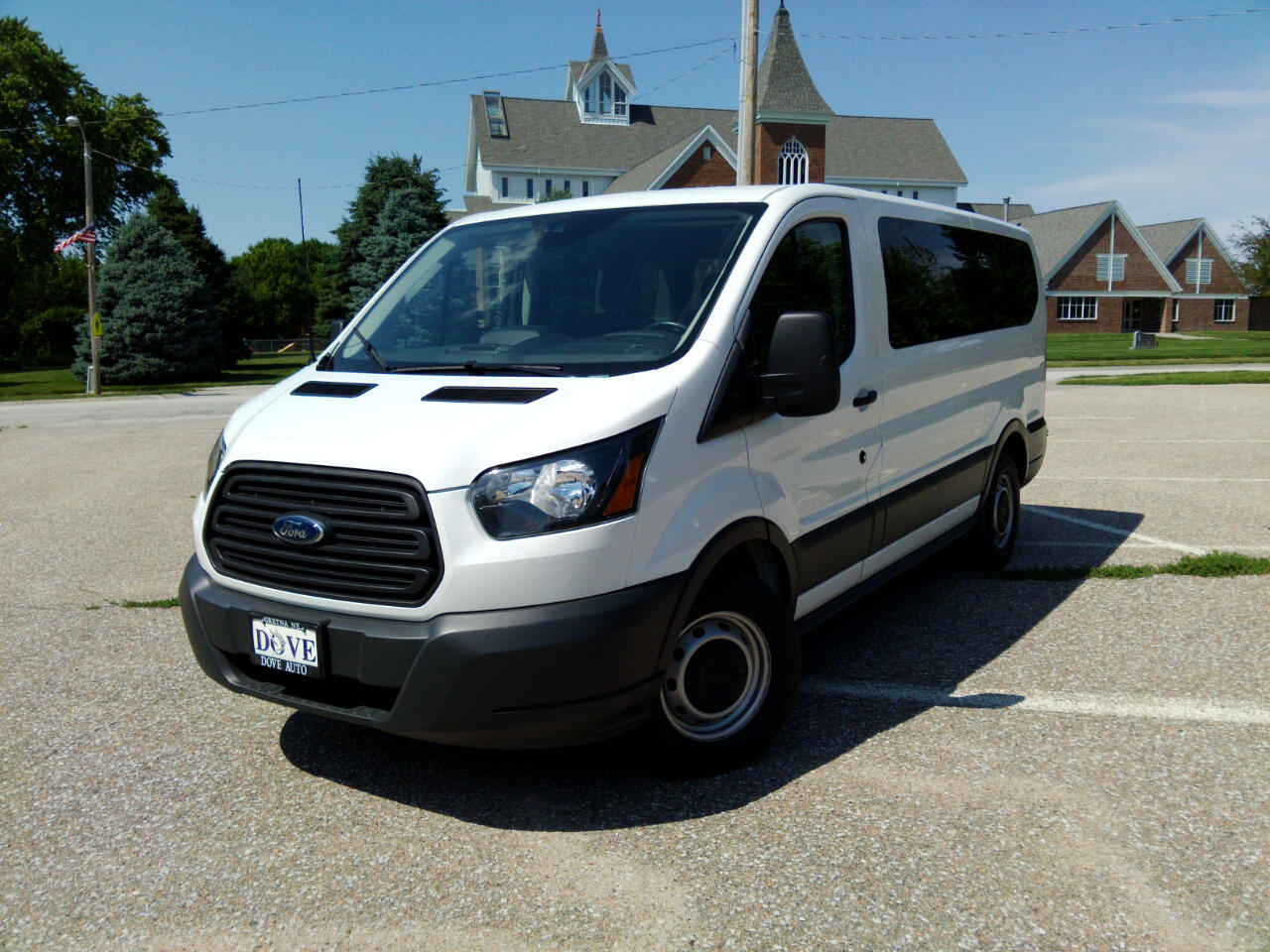 """2016 Ford Transit Wagon T-150 130"""" Low Roof XLT Swing-Out RH Dr"""