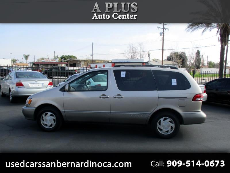 Toyota Sienna LE 2002