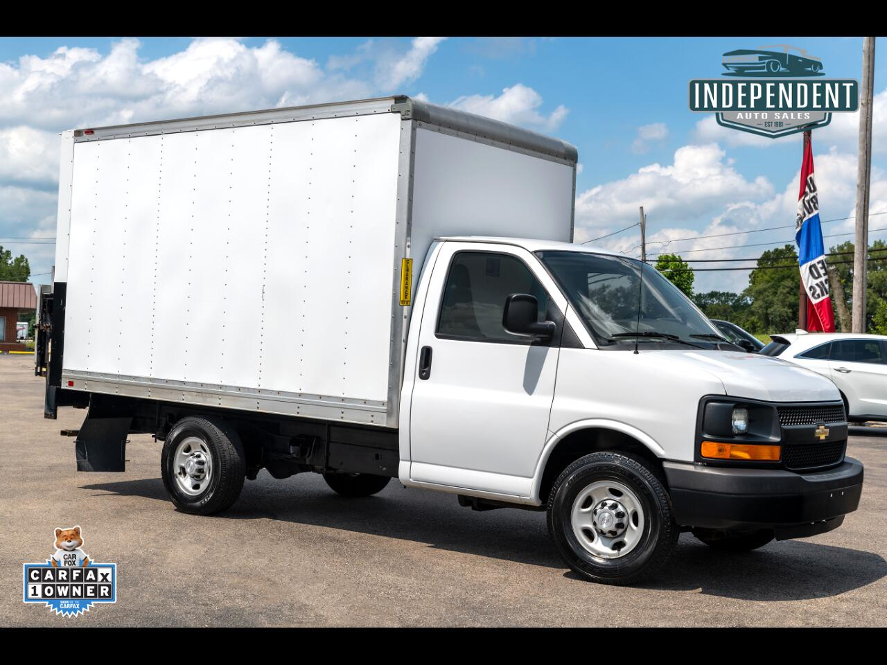 2016 Chevrolet Express Commercial Cutaway 3500 Box Truck