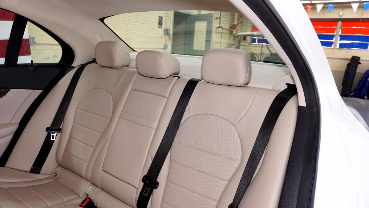 2015 Mercedes-Benz C-Class 4dr Sdn C 300 Luxury 4MATIC
