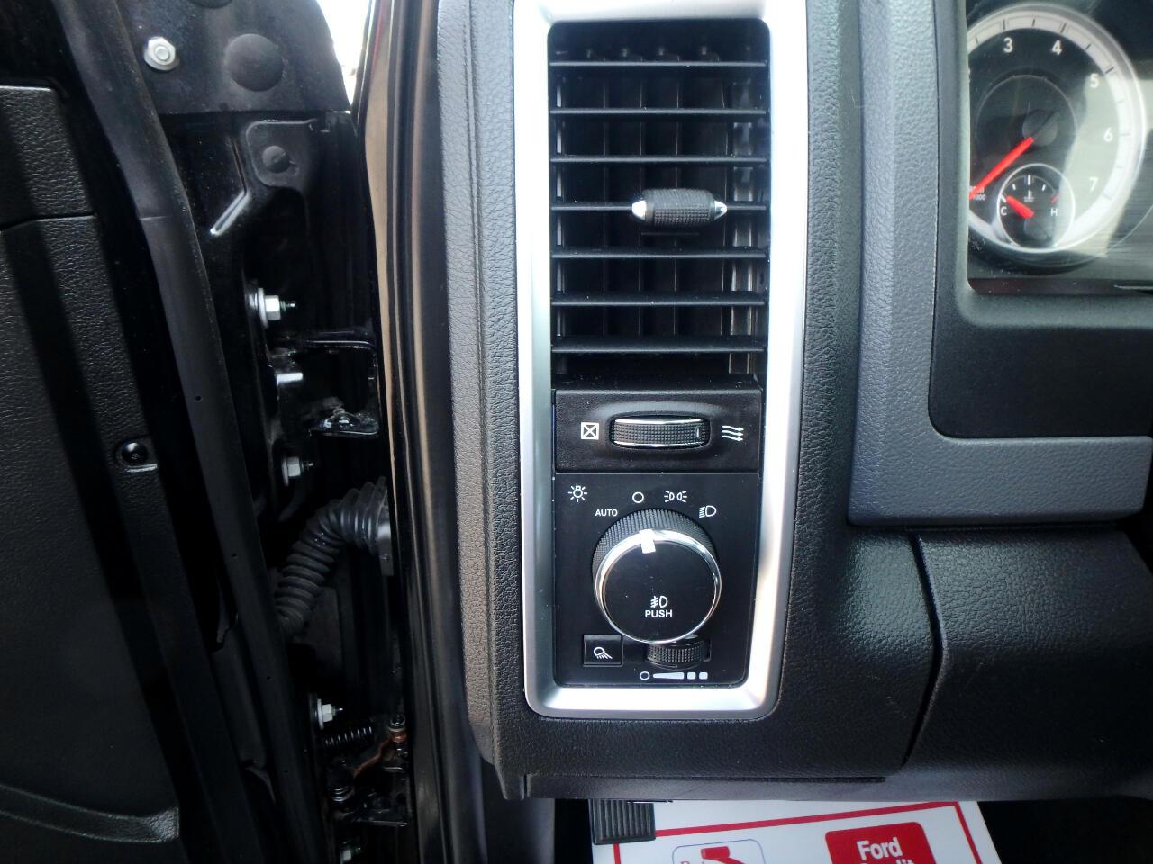 "RAM 1500 4WD Quad Cab 140.5"" Big Horn 2014"