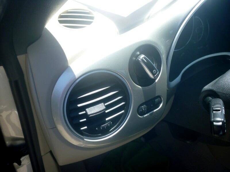 2014 Volkswagen Beetle 2.5L Convertible