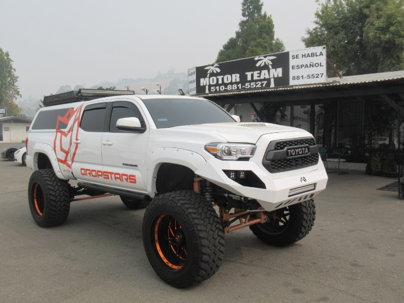 Toyota Tacoma TRD Sport Double Cab 6' Bed V6 4x2 AT (Natl) 2017