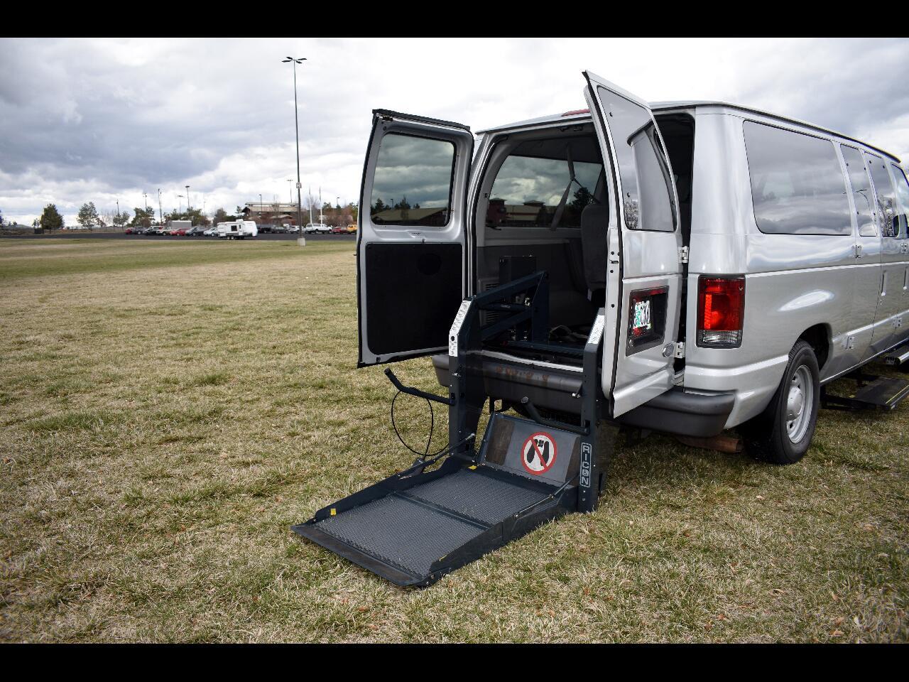 2004 Ford Econoline Wagon E-150 XL *ONE OWNER* *HANDICAP VAN* *LOW MILES*