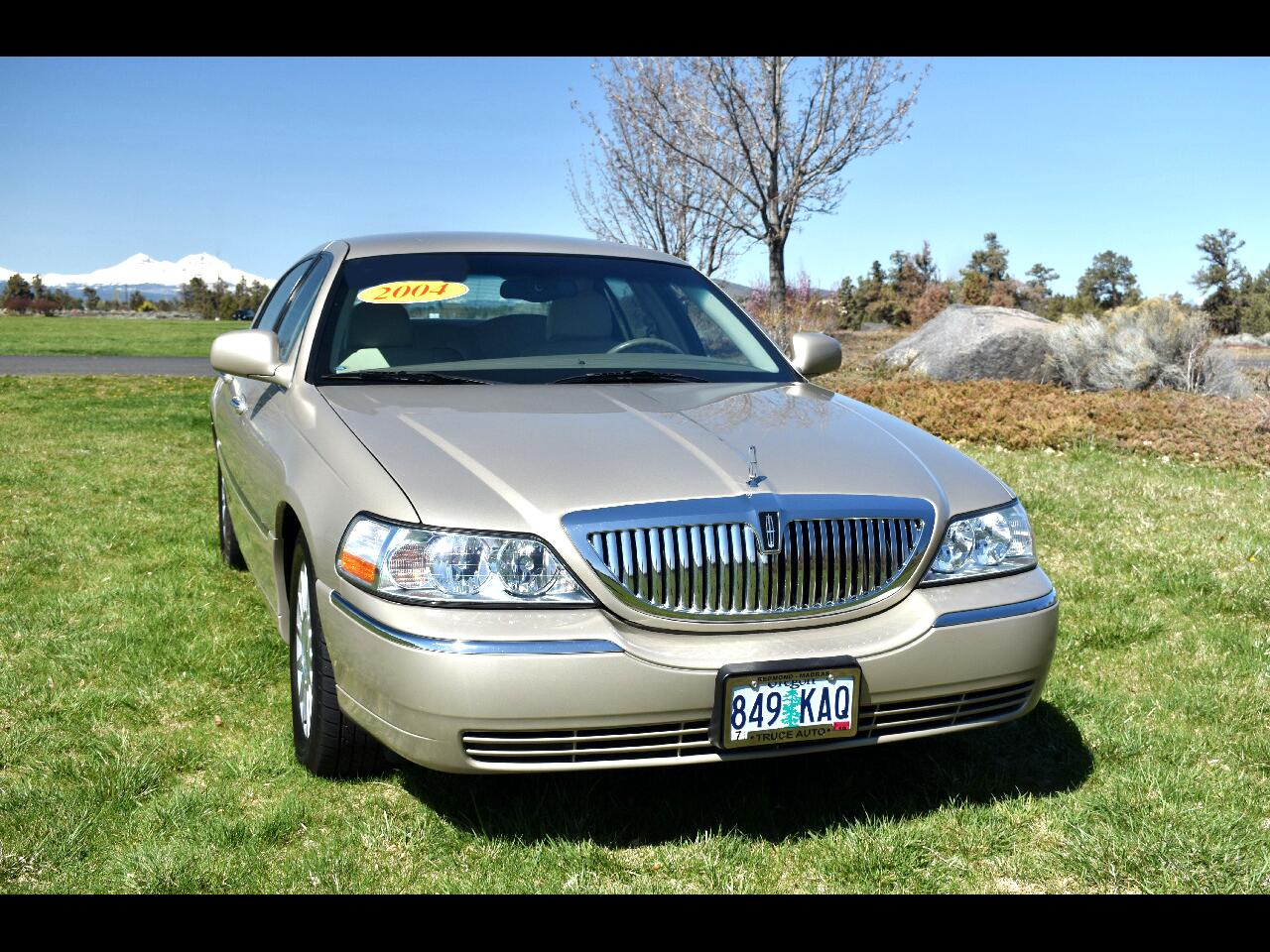 2004 Lincoln Town Car 4DR SIGNATURE **LOW MILES**