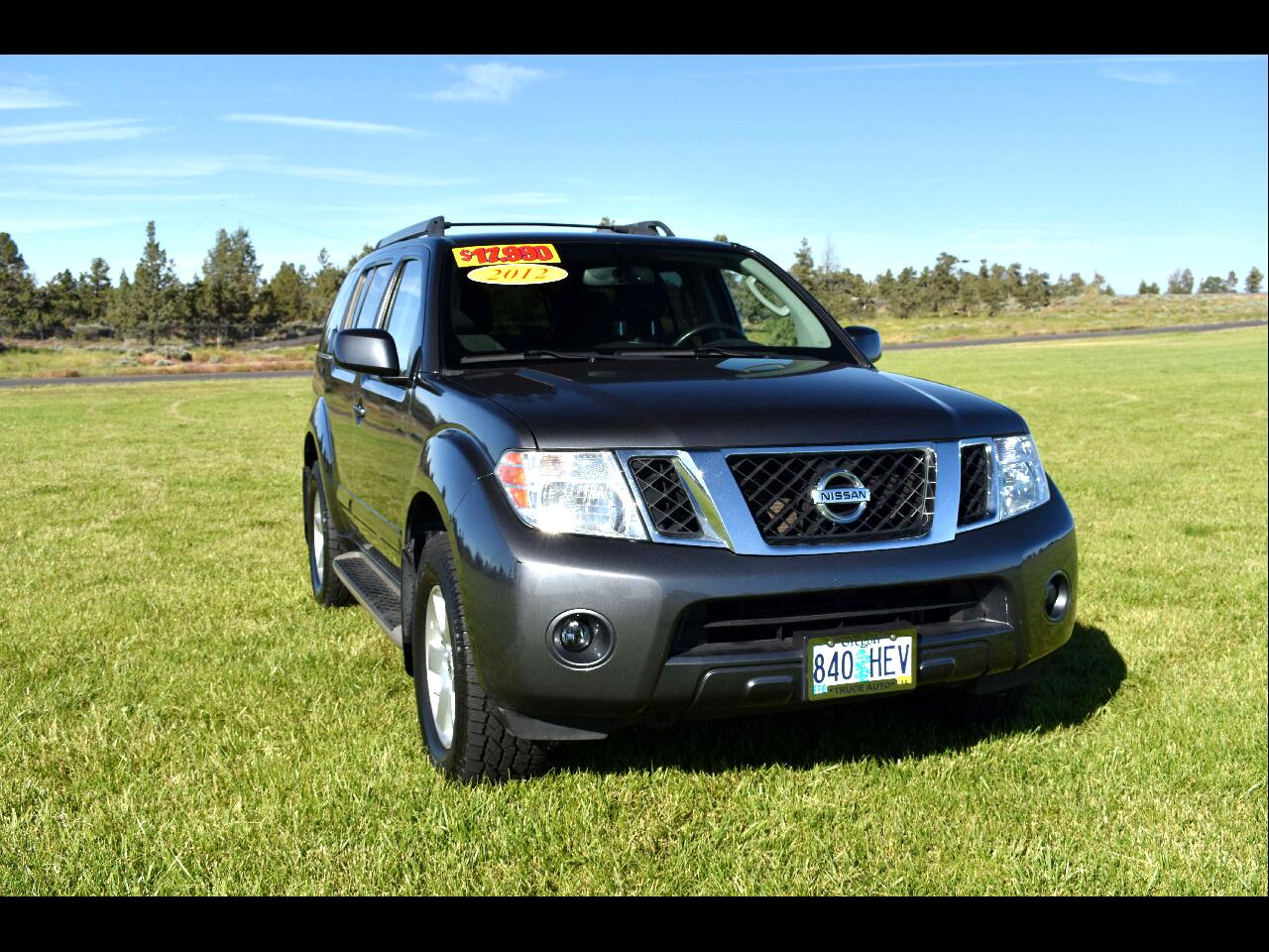 2012 Nissan Pathfinder 4WD SV *LOW MILES* *THIRD ROW*