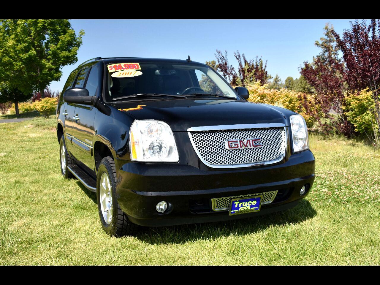 2007 GMC Yukon Denali AWD **LOW MILES** THIRD ROW SEAT**