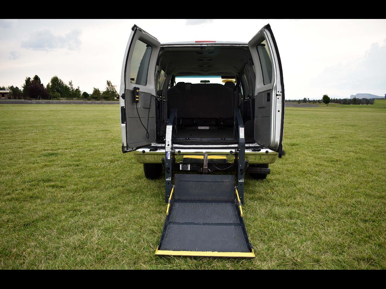 2010 Ford Econoline Wagon E-350 Super Duty XLT**HANDICAP*LOW MILES**