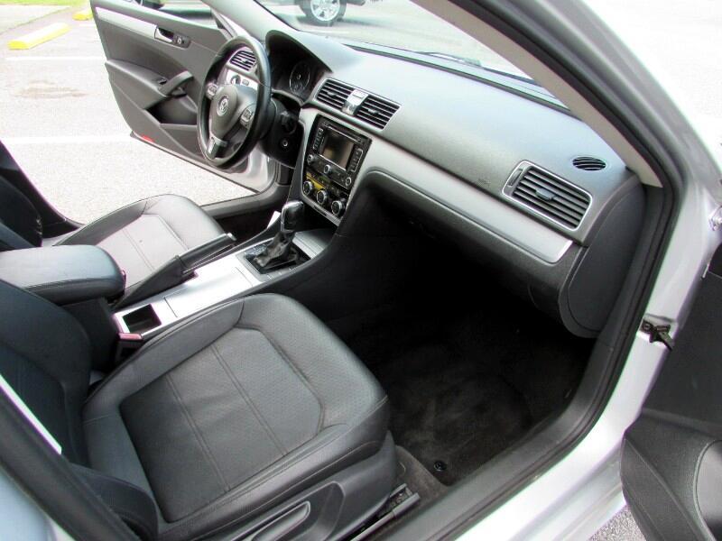 2012 Volkswagen Passat 4dr Sdn 2.5L Auto SE w/Sunroof & Nav PZEV
