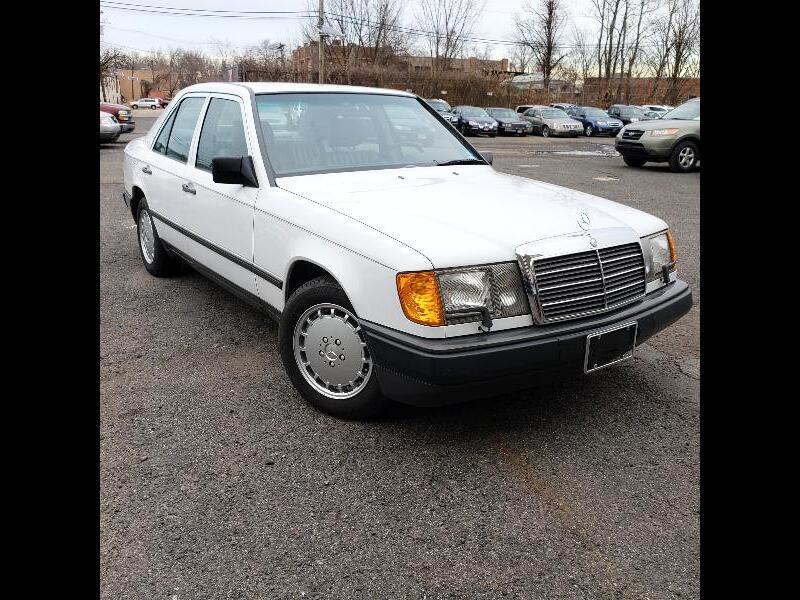1989 Mercedes-Benz 300 E sedan