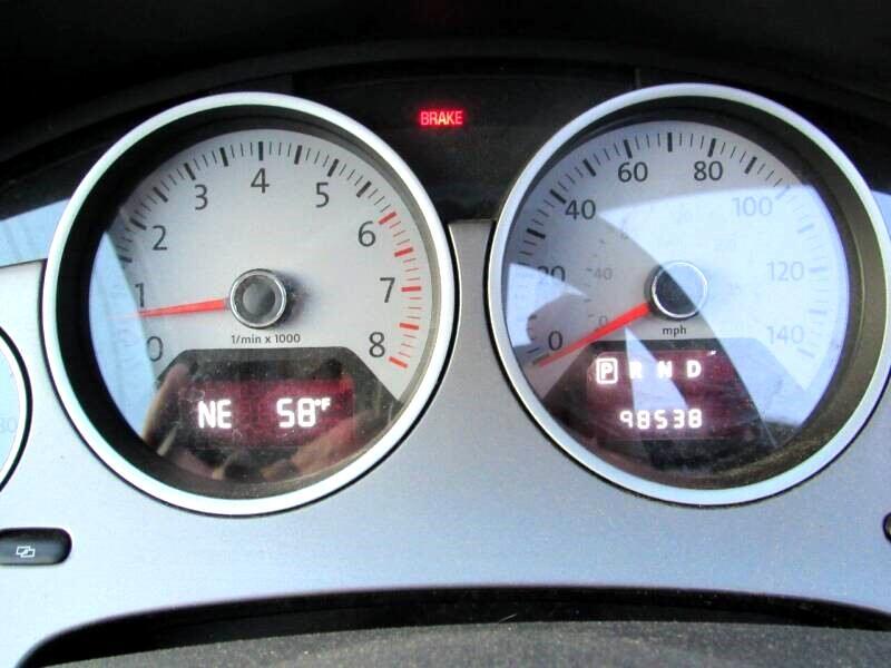 2010 Volkswagen Routan SEL w/Nav CARB