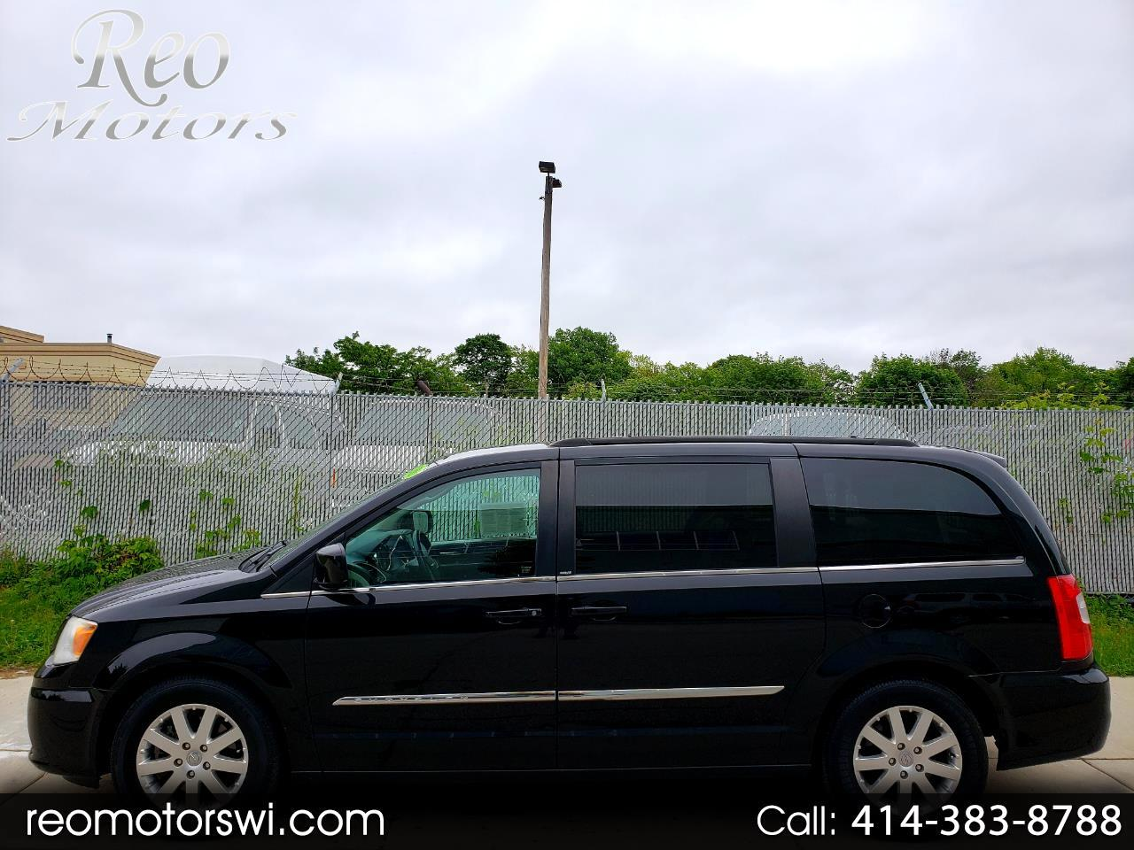 2013 Chrysler Town & Country FWD
