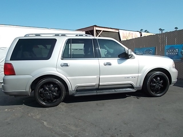 2004 Lincoln Navigator Luxury 2WD