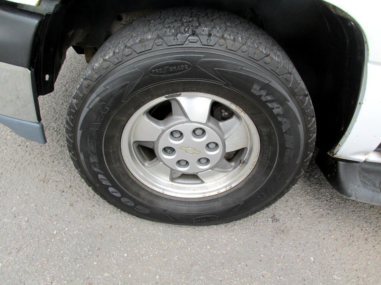 Chevrolet Tahoe 2WD 2003