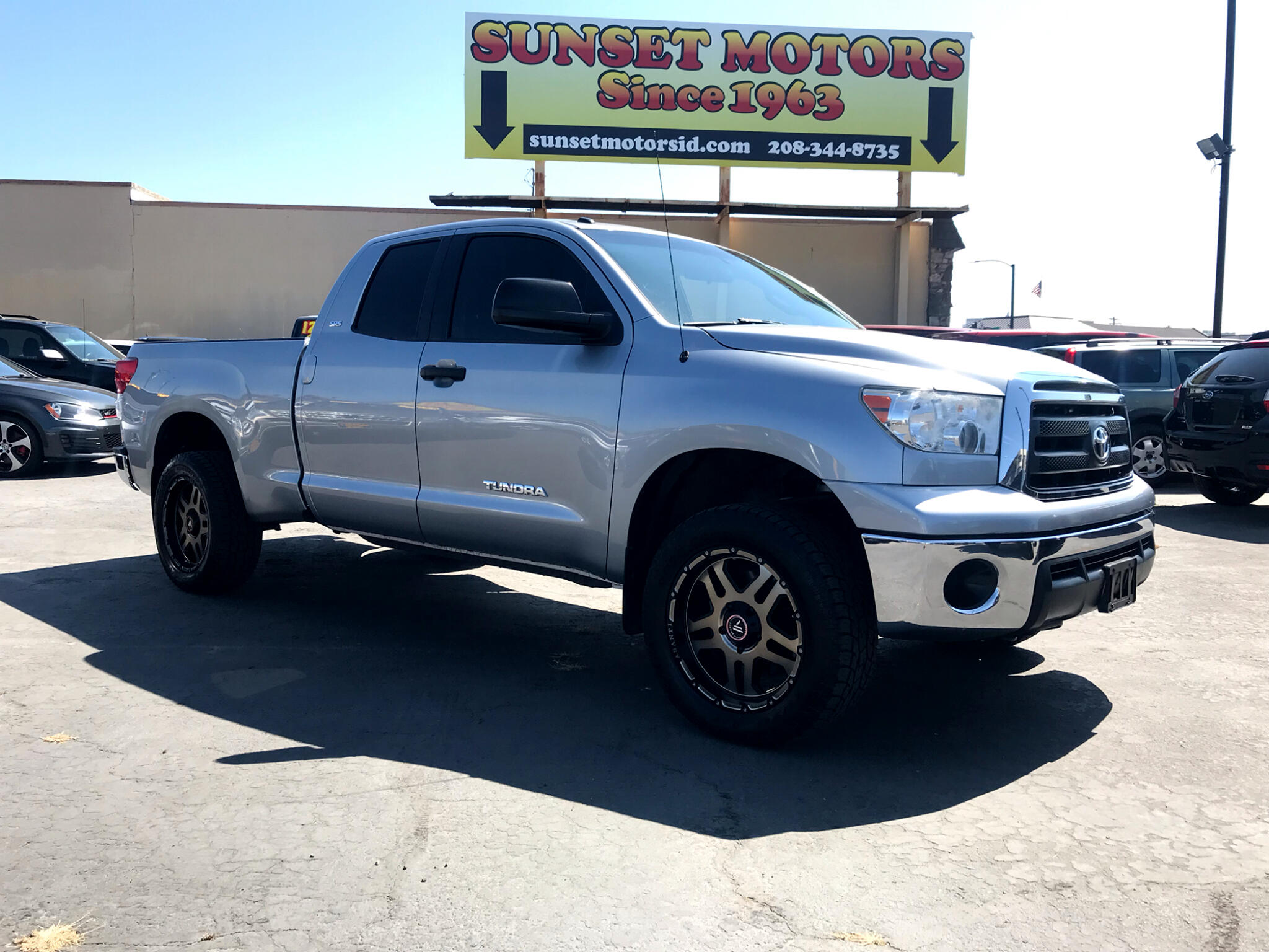 2011 Toyota Tundra 4WD Truck Double Cab 4.6L V8 6-Spd AT SR (Natl)