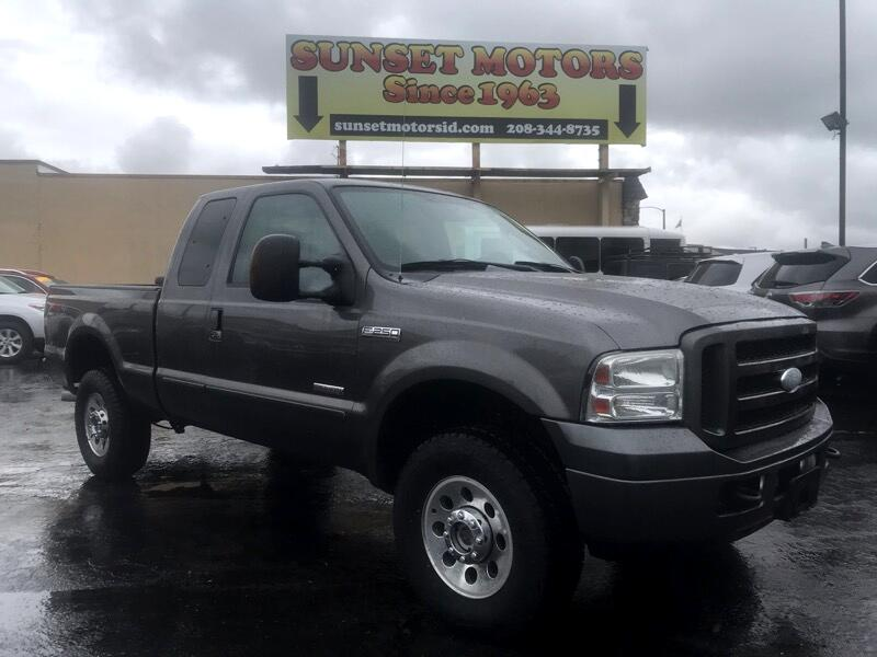 "Ford Super Duty F-250 4WD SuperCab 142"" XLT 2005"