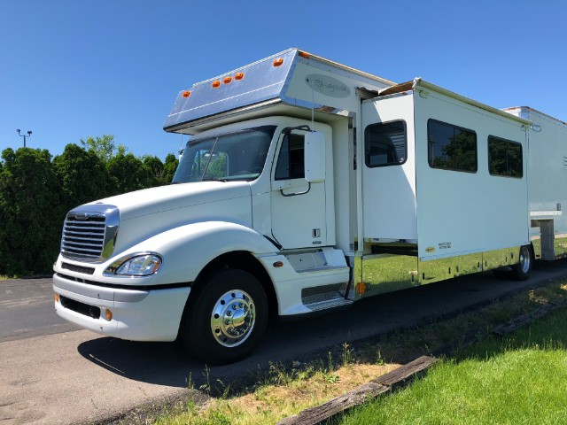 2006 Freightliner Columbia Renegade Toter Home