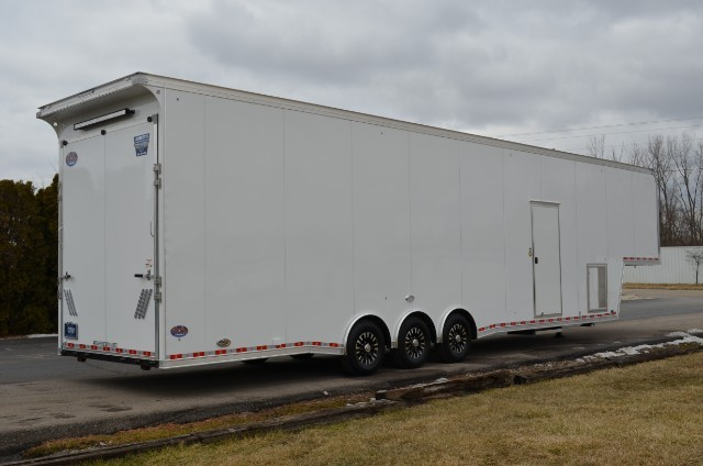2018 United Trailers Gooseneck 42' w/9'6