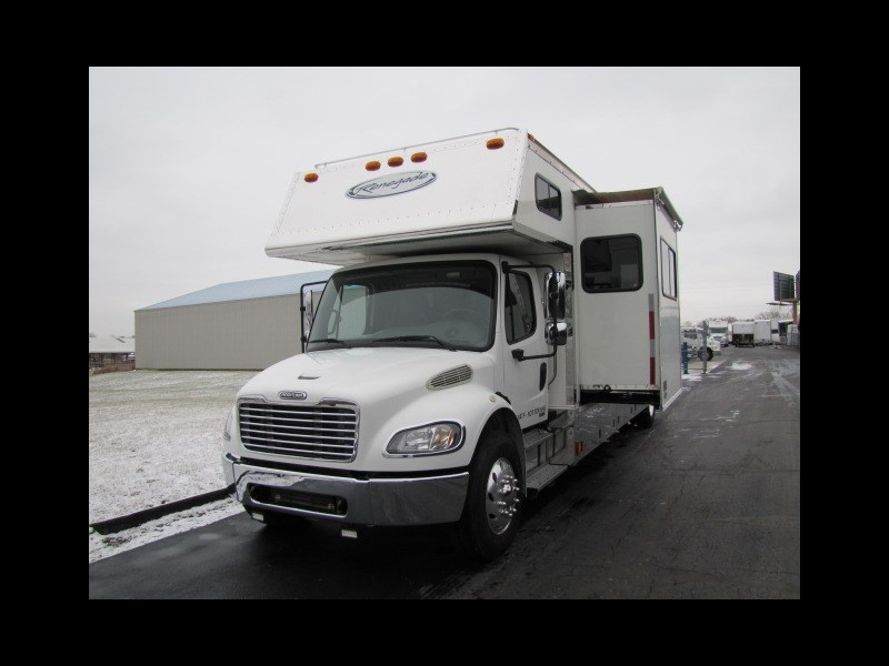 2006 Renegade Toterhome 31' with slide-out bunk