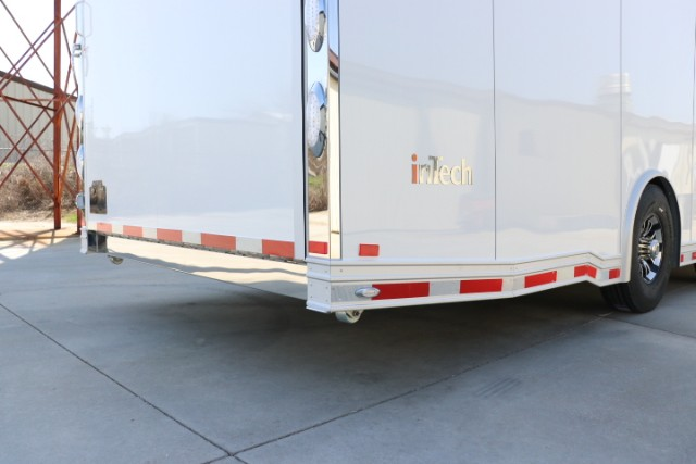 2018 Intech Trailers Icon 40' iCon - All Aluminum Gooseneck Race Trailer