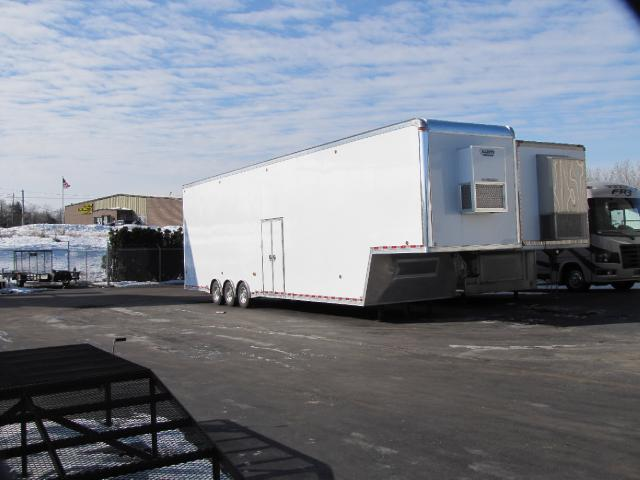 2019 United Trailers Gooseneck United 44 Gooseneck Stacker