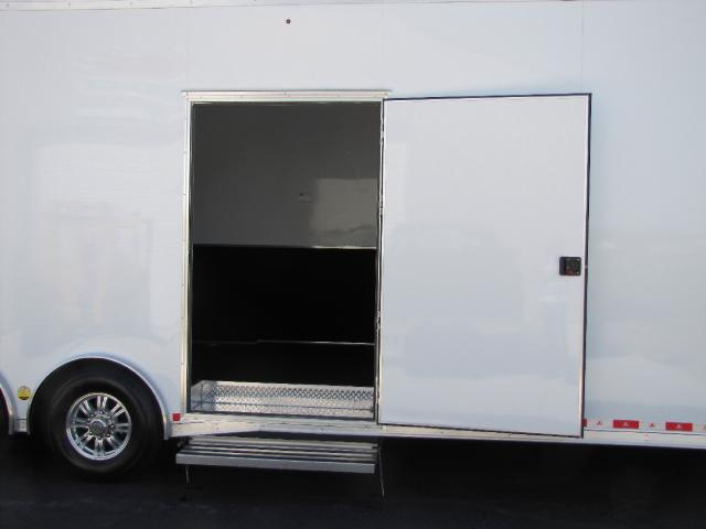 2018 United Trailers Gooseneck 44 ft Gooseneck With Bathroom Package