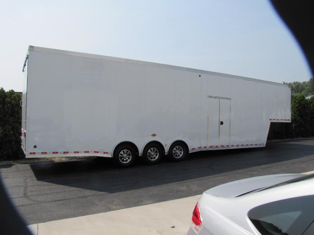 2019 United Trailers Gooseneck 40ft Gooseneck 30in Extra Height