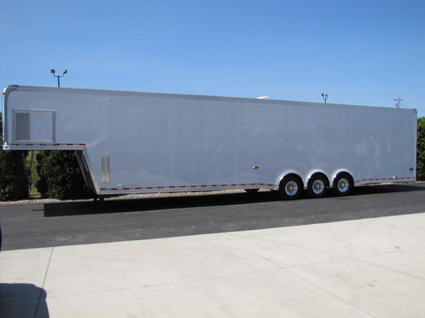 2019 United Trailers Gooseneck 44ft Flat Top Race Trailer