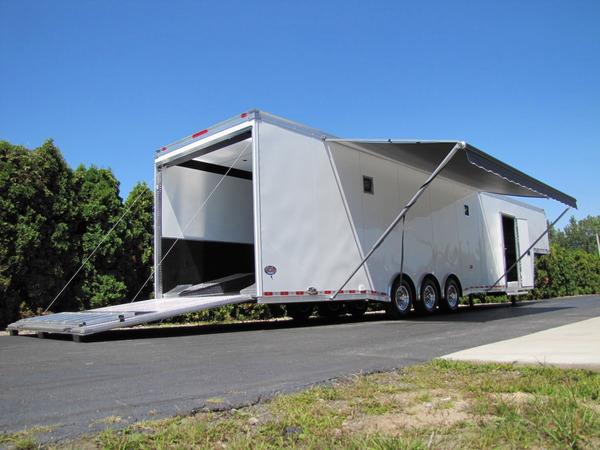 2018 United Trailers Gooseneck 44ft Flat Top Race Trailer