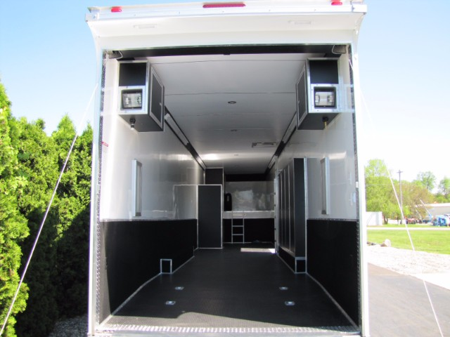 2018 United Trailers Gooseneck 44ft Super Hauler Gooseneck Race Trailer