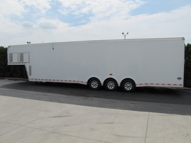 2018 United Trailers Gooseneck 40 Ft With 1 Ft Extra Height