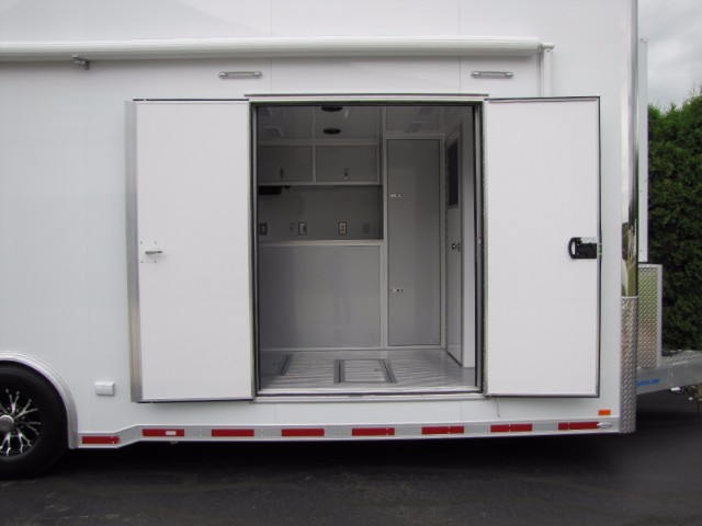 2018 Intech Trailers Stacker 32' Aluminum Stacker with 4 Post Lift & Bath