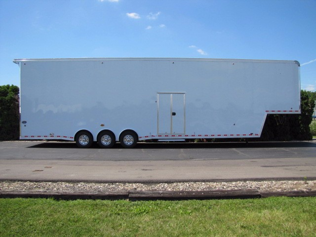 2019 United-Trailers Super Hauler 44ft Gooseneck Stacker Triple 8000lb Axles Race Tr