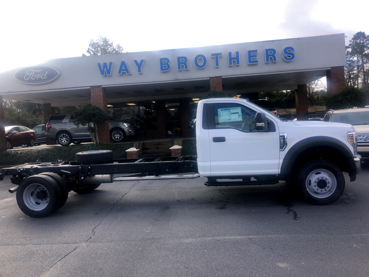 2019 Ford Super Duty F-550 DRW XL 2WD REG CAB 205