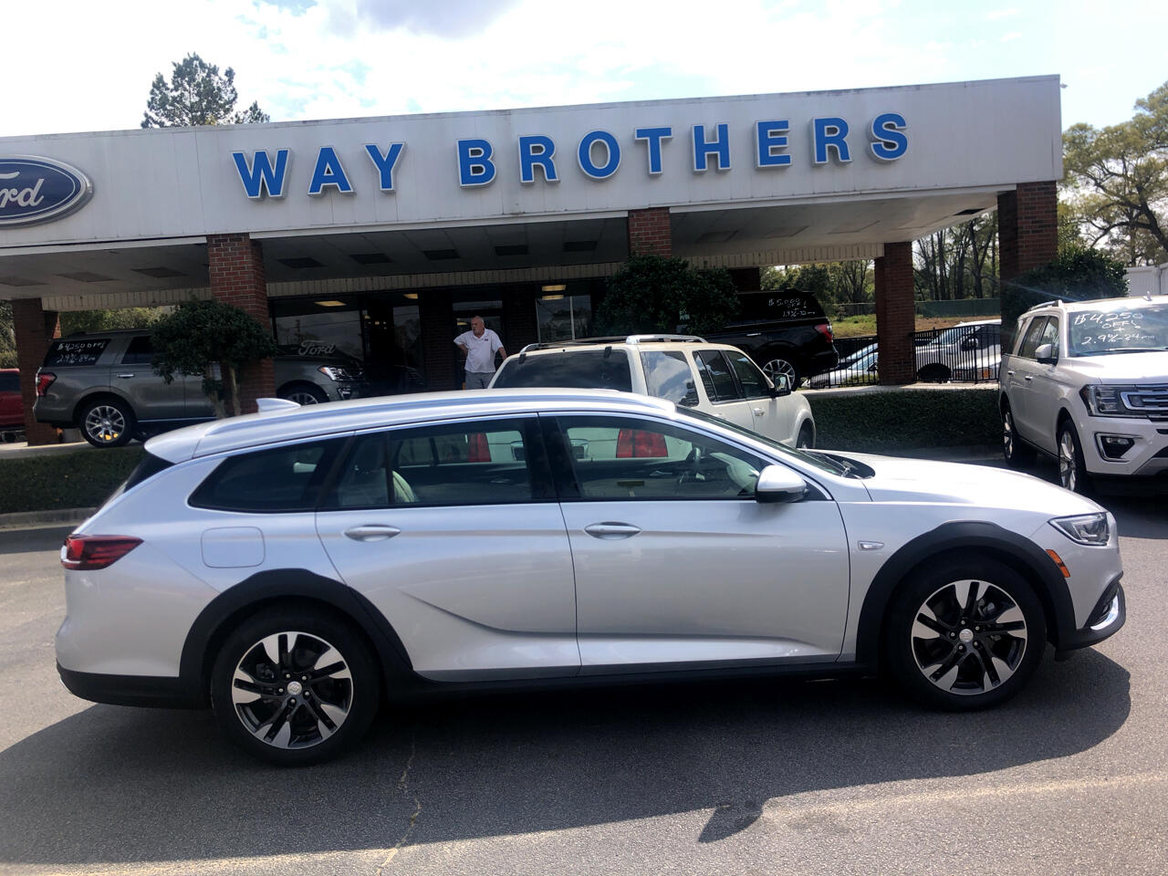 Buick Regal TourX 5dr Wgn Essence AWD 2019