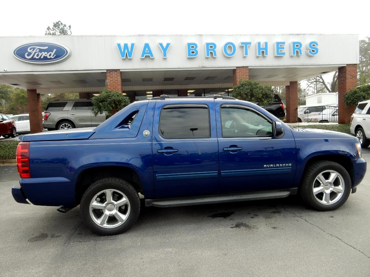 2013 Chevrolet Avalanche 2WD Crew Cab LT