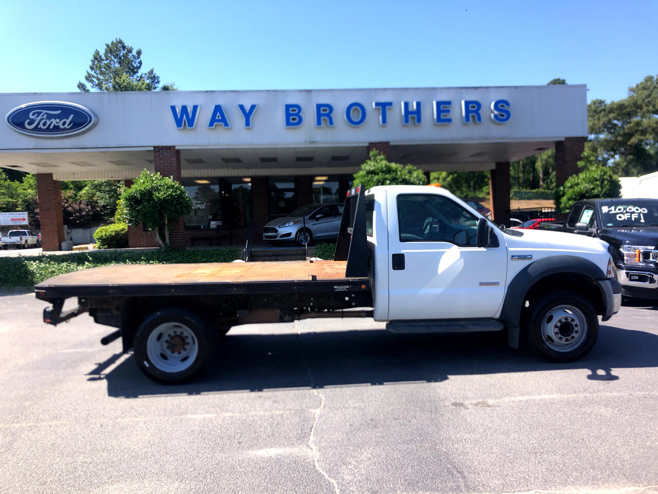2006 Ford Super Duty F-550 DRW 2WD Reg Cab 165