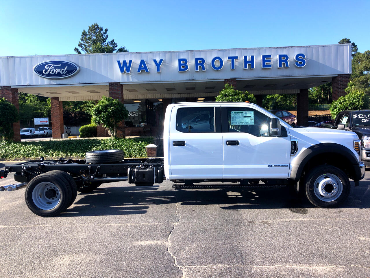 "2019 Ford Super Duty F-550 DRW XL 2WD CREW CAB 203"" WB 8"