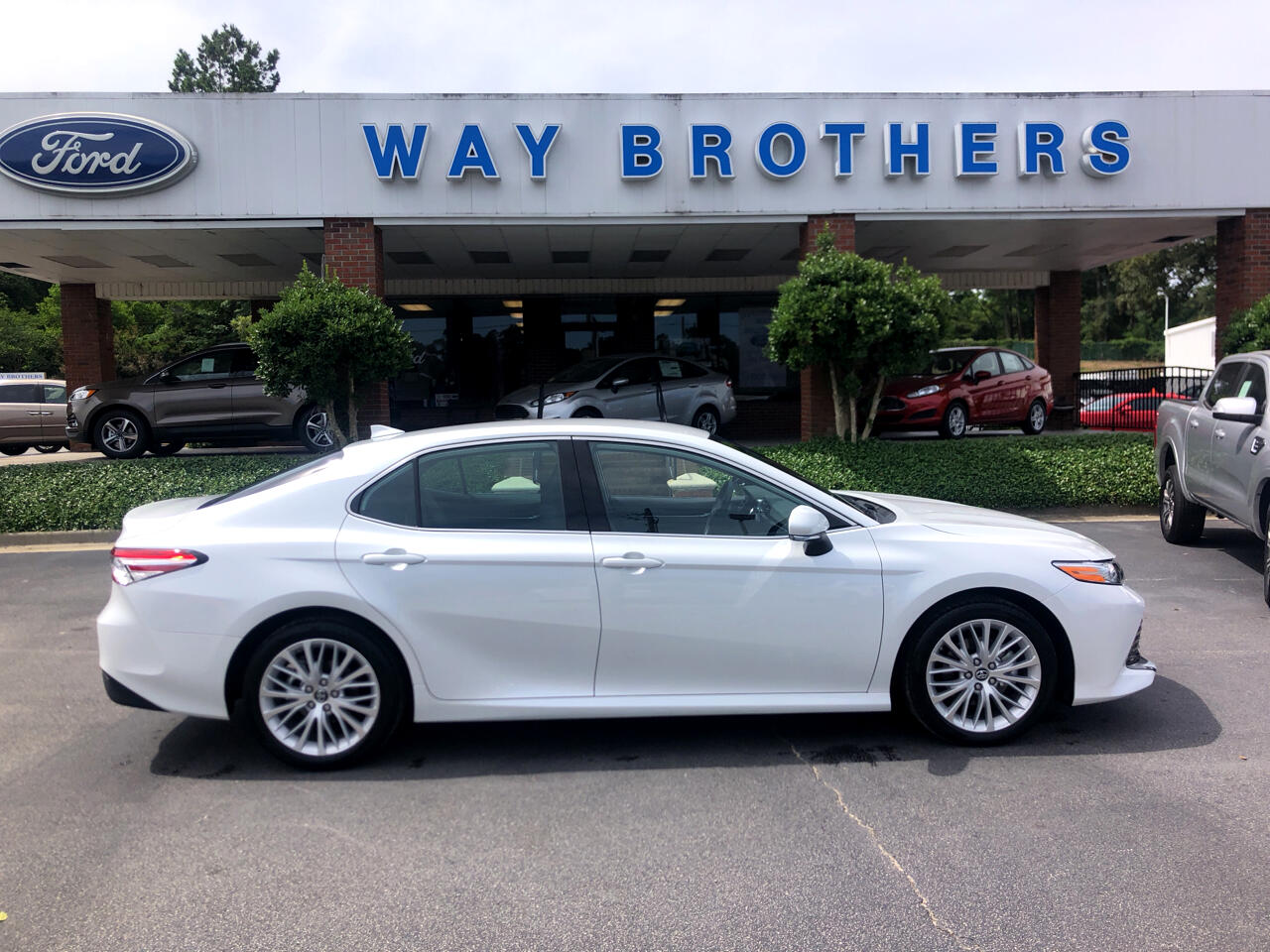 2019 Toyota Camry 2014.5 4dr Sdn I4 Auto XLE (Natl)
