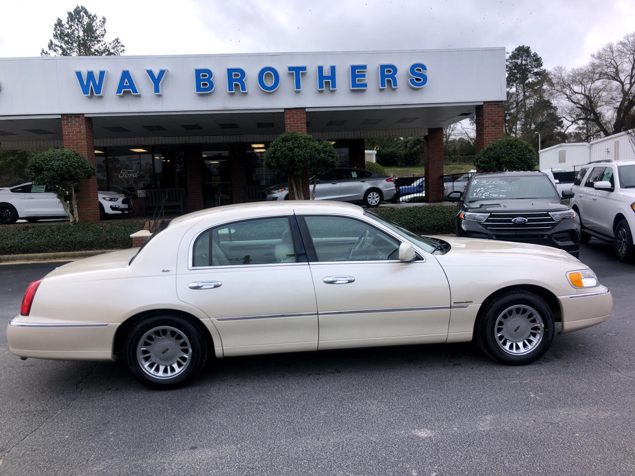 Lincoln Town Car 4dr Sdn Cartier 2000